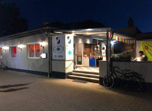 Das Restaurant Germania bei Nacht